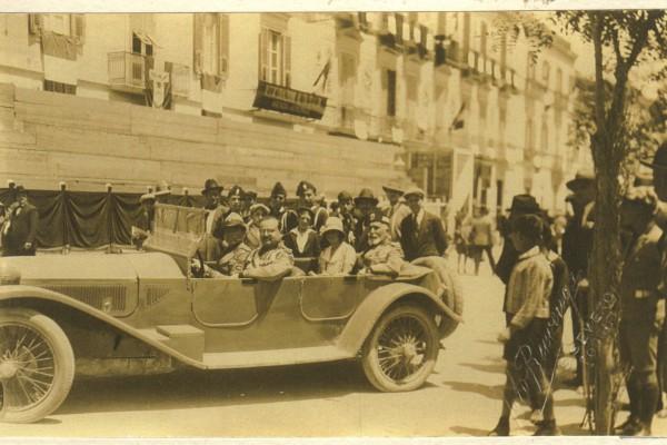 Il Re a Foggia per l'inaugurazione del Monumento ai caduti in piazza Lanza