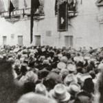 10 giugno 1940 - Gli altoparlanti in piazza XX settembre trasmettono la dichiarazione di guerra di Mussolini