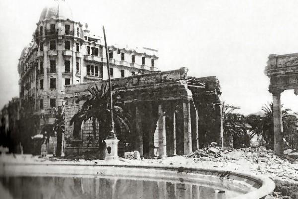 Il pronao della villa comunale bombardato