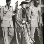 Il vescovo mons. Farina con i colonnelli Temperly e Labonn