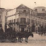 Il bivio corso Cairoli - corso Vittorio Emanuele negli anni 30 - a sinistra l'Hotel ristorante Roma (collezione privata Marco Scarpiello)