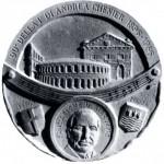 Medaglia realizzata dallo scultore Legnaghi per il 90° anniversario della prima dell'Andrea Chenier