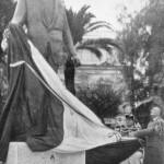 26/11/1961 - Inaugurazione del monumento ad Umberto Giordano, opera dello scultore Romano. Il figlio dell'artista, Mario, fa cadere il drappo