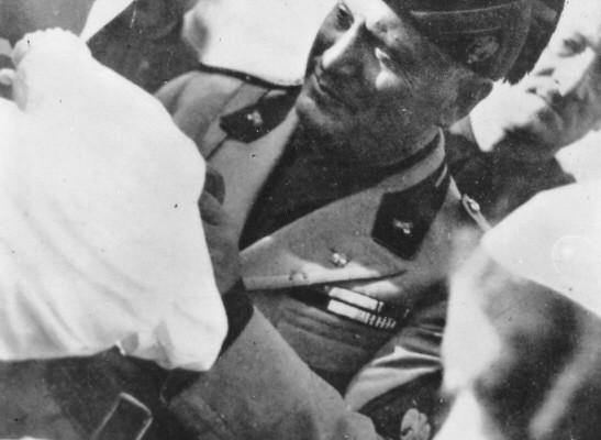 Mussolini inaugura il palazzo del Podestà
