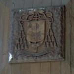 Arcivescovado – stemma di mons. Casale sul portale (manufatto scolpito su legno)