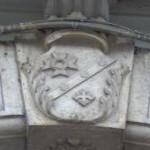 Pal. Scillitani – stemma non identificato  sulla chiave di volta dell'ingresso (manufatto scolpito su pietra)