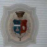 Pal. Scillitani – stemma non identificato sulla volta del vestibolo (stucco dipinto)