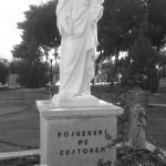 Statua presente nel cortile del Santuario dell'Incoronata