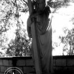 Statua presente nel giardino alle spalle del Santuario