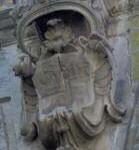 Via Manzoni, 75 – Pal. Villani Marchesani Stemma in pietra della famiglia V.M.