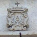 Chiesa di S.Giovanni Battista - Fregio della Confraternita dell'Annunziata scolpito su pietra nella lunetta interrotta