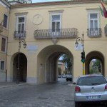 Piazza Nigri – Porta Grande con stemma civico sull'arco principale manufatto in pietra
