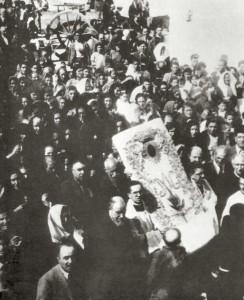 La Madonna dei Sette Veli arriva a San Marco in Lamis scortata dai fedeli