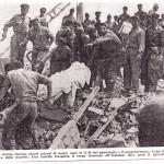 """da """"Il Giornale d'Italia 18-19 settembre 1959 - La squadra di Foggia al crollo di via Canosa in Barletta- Il sottufficiale che ha la mano sinistra indicante è il Maresciallo Ignazio D'Addedda"""