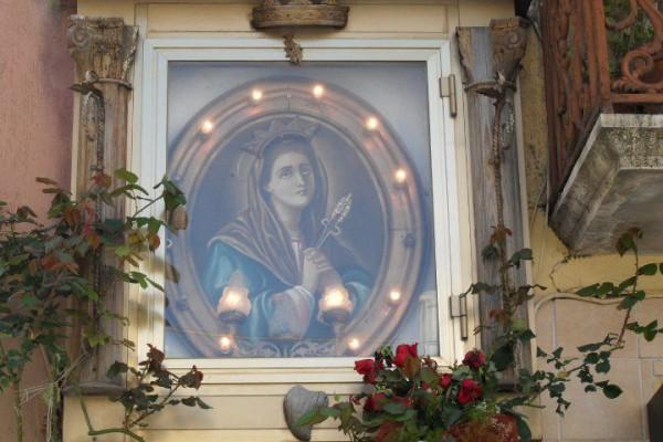 Via San Lorenzo 38 - devozione alla Madonna