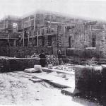 L'edificio in costruzione (al centro della foto F.sco Paolo Matrella uno dei titolari della ditta appaltatrice)