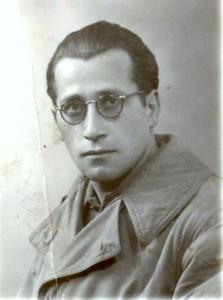 Nato a Margherita di Savoia (FG)  nel 1915 CROCE DI GUERRA AL V.M.