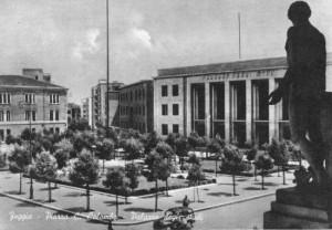 Piazza Italia con il Palazzo degli Studi sullo sfondo