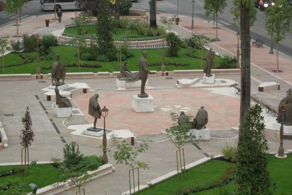 La piazza vista dall'alto e precisamente dal Palazzo degli Uffici Statali (foto di Arturo Pagliara)