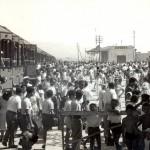 Villeggianti che giungono alla stazione di Siponto