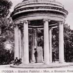 Monumento a Giuseppe Rosati inaugurato nel maggio 1938, opera dello scultore Tito Angelini. Il piedistallo è dello scultore Stefano Soro. Attualmente il monumento è custodito nel Museo Civico