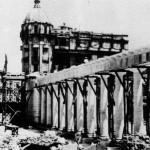Dal 1950 iniziarono i lavori per il rifacimento del Pronao. Contestualmente vennero costruite due palazzine, una su via Scillitani e una su via Galliani
