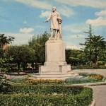 """Monumento a Vincenzo Lanza, """"sfrattato"""" dalla piazza omonima (oggi piazza Giordano) per far posto al Monumento dei Caduti prima e ad Umberto Giordano successivamente"""