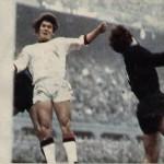 1973-74 Silvano Villa in azione contro Lido Vieri (Inter)