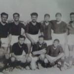 Il Foggia nel 1945  In alto:Mazzone, Friferio, Giampietro, Sollazzo, Notari, Cola, Della Pace. Accosciati: Di Tonno, Simone, D'Argenio, Trovatore.