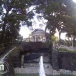 Sullo sfondo il tempietto dedicato a Giuseppe Rosati