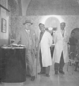 il comm. Michele Bisceglia con Luigi e Alberto Mangano