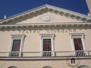 Alla morte di Umberto Giordano, il teatro fu intitolato all'illustre musicista foggiano