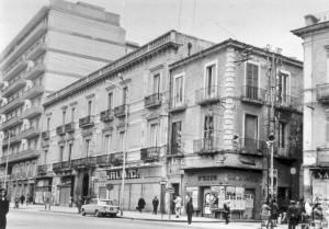 """Palazzo Scillitani con il negozio """"Sala"""""""