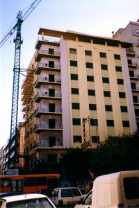 1998 - trasformazione dell'albergo in un edificio per abitazioni ed uffici