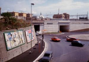 In questa foto del 1987 si vede il nuovo sottovia a corsie separate