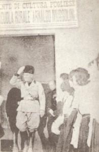 """Mussolini inaugura la scuola rurale """"Arnaldo Mussolini"""""""