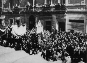Il 25 aprile 1946 la Madonna dell'Incoronata parte da Troia, attraversa il centro di Foggia per raggiungere la sua sede definitiva