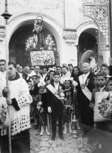 1951 - sulla destra il sig.Costanzo Pagliara, confratello della Pia Unione S.Antonio (foto inviata dal nipote Arturo Pagliara)