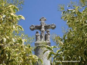 La croce presente dinanzi alla chiesa di S.Giovanni Battista