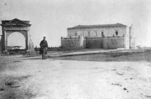 L'Opera Pia Scillitani nel 1894. L'arco faceva parte del recinto dell'omonima masseria