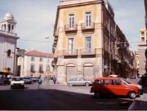Sino agli anni 80, in corso Cairoli era presente il palazzo Valentini