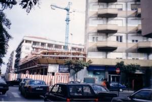 1994 - Dopo la demolizione, si inizia a costruire il nuovo edificio