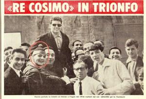 Leone Rossetti (nel cerchio rosso) festeggia il ritorno di Cosimo Nocera dopo il suo esordio in Nazionale